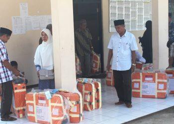 Pendistribusian koper kepada para jemaah calon haji Kabupaten Pandeglang.