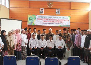 Foto bersama Kasi Bimas Islam dengan peserta pemilihan penyuluh teladan.