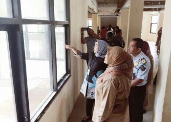 Asdep Bidang Pelayanan Publik Kemenpan RB Noviana Andriana didampingi Bupati Pandeglang meninjau lokasi MPP.