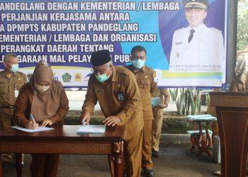 Penandatanganan Memorandum of Understanding (MoU) antara Bupati Pandeglang dan Kepala Kantor Kemenag Pandeglang.